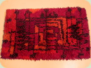 Small rug in red