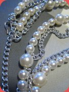 Faux pearl necklace with chains