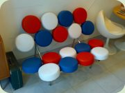 George Nelson                           Marshmallow sofa, replica in red, white and                           blue